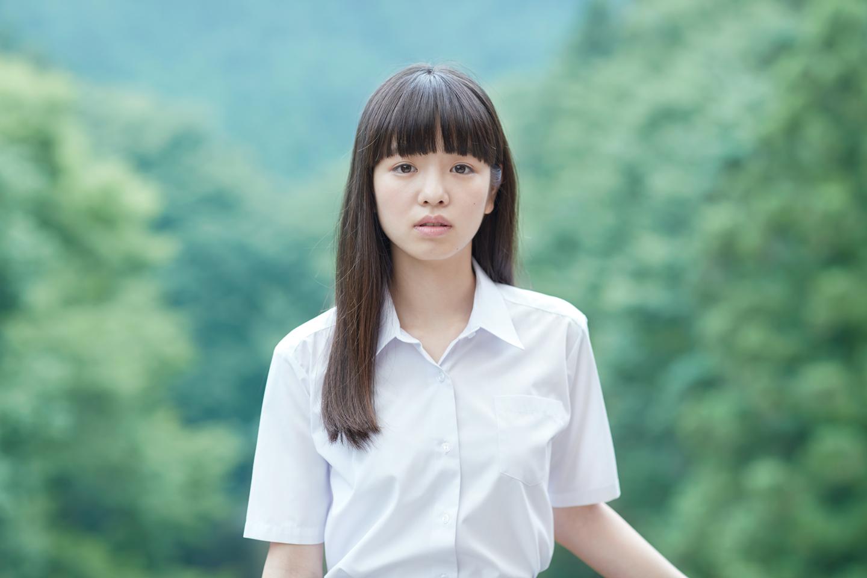 横田真悠の制服画像